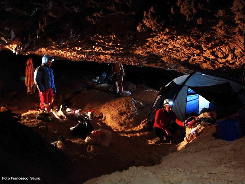 C20 - Ricostruzioni paleoclimatiche ed evoluzione del paesaggio attraverso datazioni di speleotemi di grotte (2013-2015)