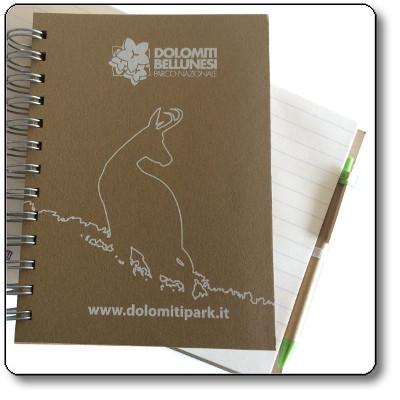 Agenda più penna con parti accessorie in verde - Parco Nazionale Dolomiti Bellunesi